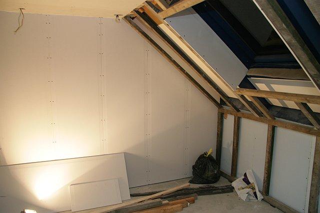 Inrichting kamer met schuine wanden imgbd slaapkamer met schuine wanden inrichten de laatste - Kamer inrichting ...